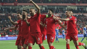 """Турция изпълни задачата в първите два мача и насочва поглед към """"петлите"""""""