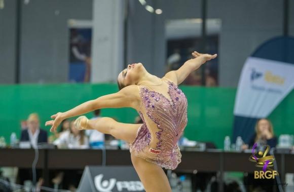 Воложанина и Драганова се класираха за финалите на обръч и на топка