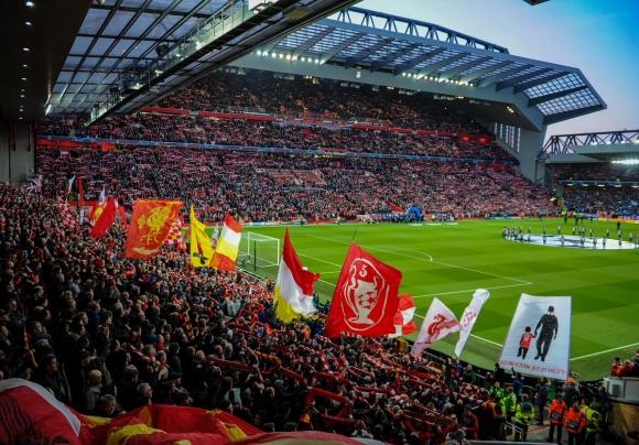 Ливърпул ще счупи рекорда на Манчестър Юнайтед за спонсорски договор