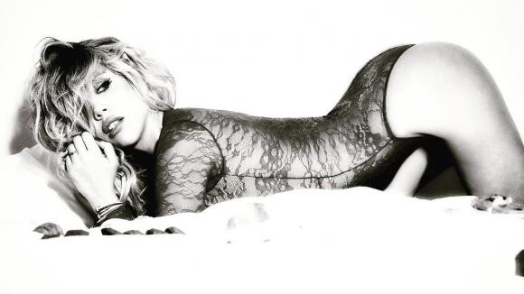 Жената на Икарди е гореща! (снимка)