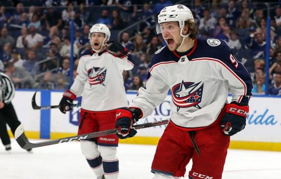 Шампионът от редовния сезон в НХЛ Тампа Бей е пред отпадане още в първия кръг на плейофите