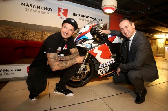 Мартин Чой пред победа за историята с новия си мотоциклет BMW S 1000RR