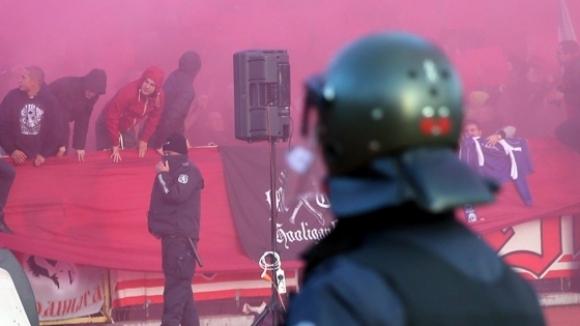 13 задържани преди мача, но от полицията са доволни от феновете