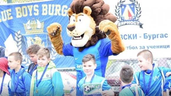 Лъвски зарадва десетки деца на турнир в Бургас