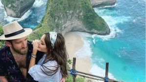 Новият на Есмер я глези на остров Бали