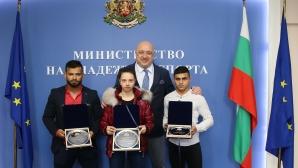 Министър Кралев награди медалистите от Европейското по щанги