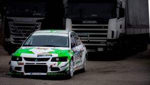 """Кола на """"Дунев Рейсинг"""" гори като факла, временно спират състезанието във Видин"""