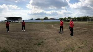 Теренът на Левски (Карлово) без трева (видео)