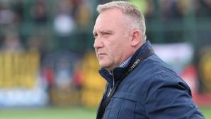 ЦСКА-София посяга към треньора на Ботев (Пловдив)