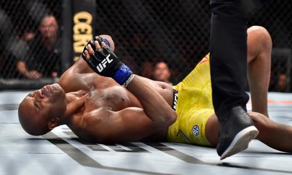 Джаред Кенъниър строши крака на Андерсон Силва (видео + снимки)