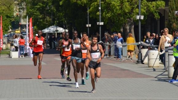 Кенийци триумфираха при мъжете и жените на маратона във Варна