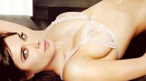 Жената на Серхио Рамос чисто гола пред камера (видео)