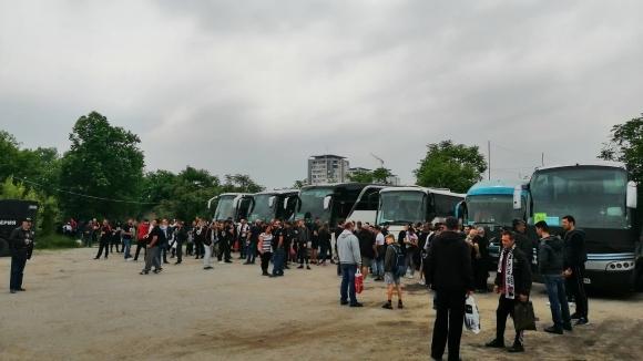 27 автобуса с фенове на Локо тръгнаха за София