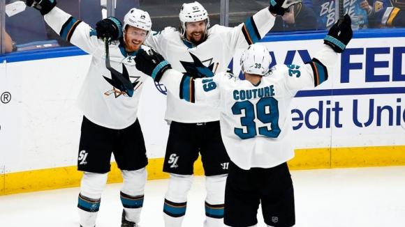 """""""Акулите"""" излязоха напред във финала на Запад след спорен победен гол"""