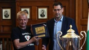 Крушарски вади сериозна сума за стадион и клубна база на Локомотив (Пловдив)
