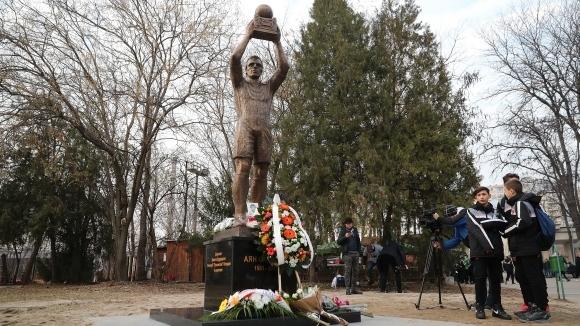 Феновете на Локо (Пд) организират футболен турнир в памет на Аян Садъков