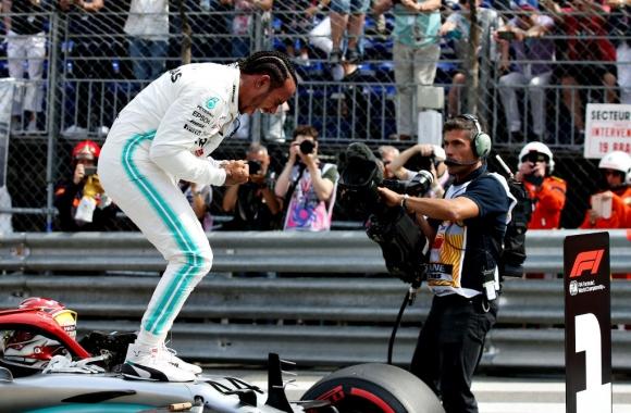 Хамилтън спечели полпозишън, пак провал за Ферари