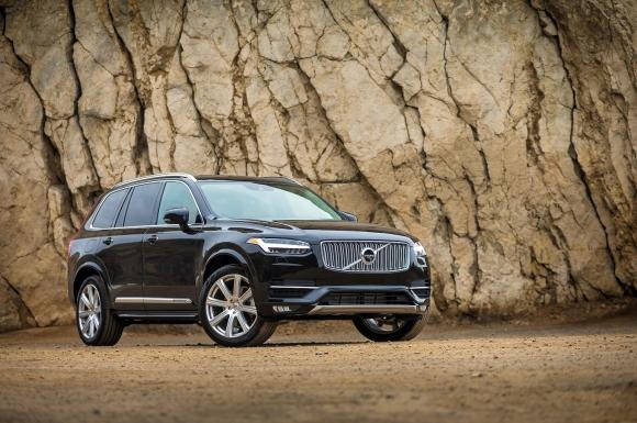 Volvo привика над 30 хиляди XC90 заради риск от пожар