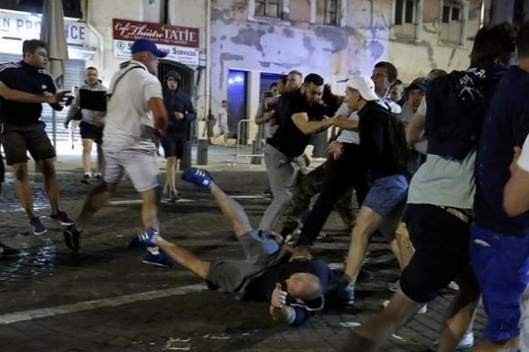 Двама пострадаха при сблъсъци в Баку