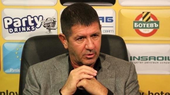 Има финансови разминавания между боса на Ботев и Чурчич, тръбят в Пловдив