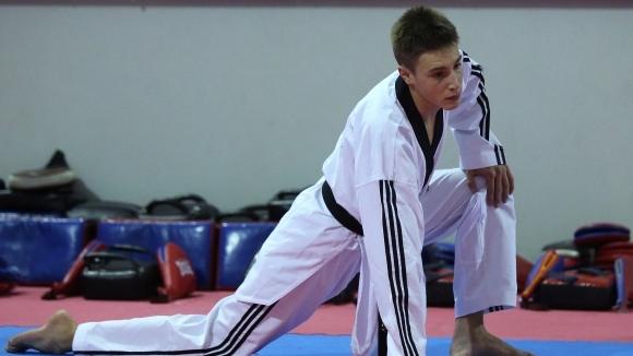 Калоян Бинев отпадна в първия кръг на турнира от сериите Гран При в Рим