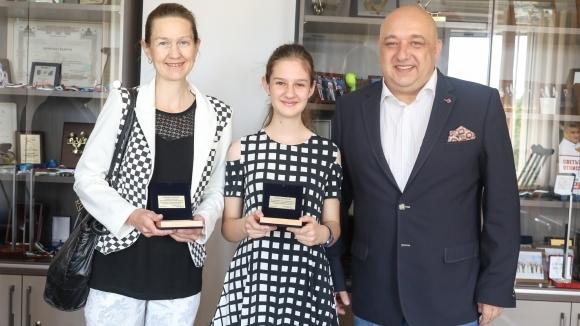 Награда от министъра за талантливата Петя Караиванова