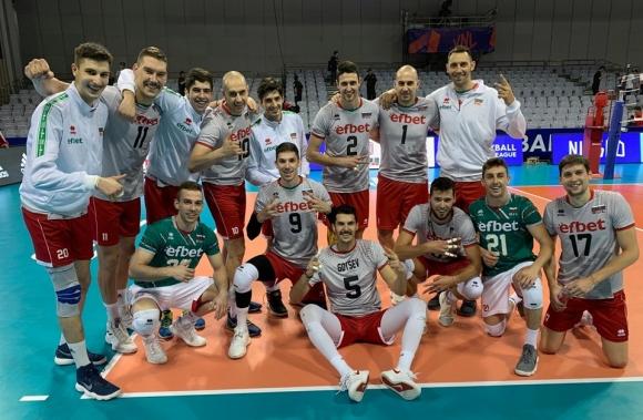 Волейболните национали с благороден жест