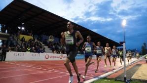 Кастер Семеня с победа на 2000 метра