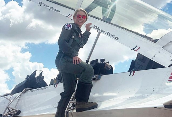 Шифрин смени ските с F-16
