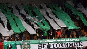 """Феновете на Нефтохимик искат """"Лазур"""" - скочиха на кмета на Бургас и на Митко Събев"""