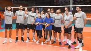 Любимци от мъжкия национален отбор ще раздават автографи в Пловдив
