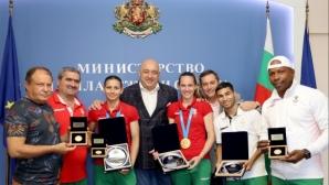 Министър Кралев награди бокса, женската борба, спортната стрелба и аеробиката за успехите им в Минск