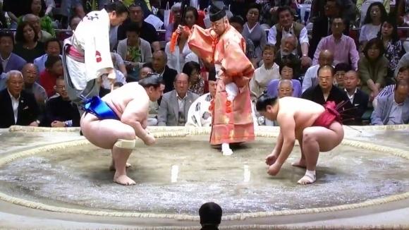 Аоияма спечели втора поредна схватка в Нагоя
