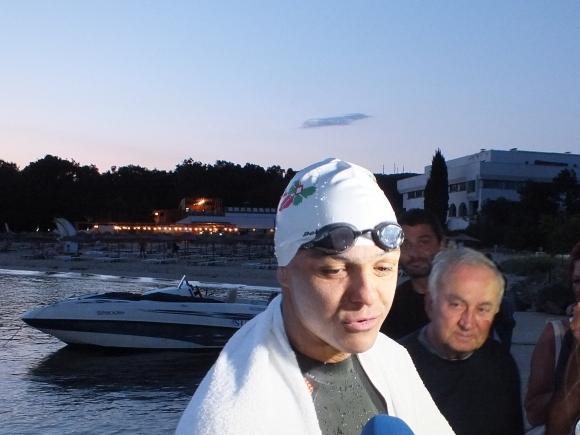 Какви трудности срещна героят от историческото плуване в Черно море