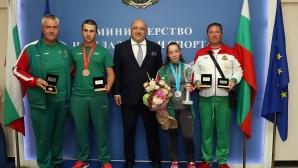 Министър Кралев награди призьорите ни от Световното по ловна стрелба