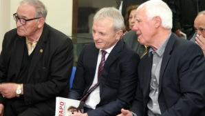Гриша Ганчев разговарял дълго с част от чужденците в ЦСКА-София