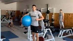Националите тренират в спортно училище