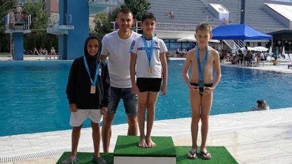 Чорбаджийски награди малки състезатели по скокове във вода