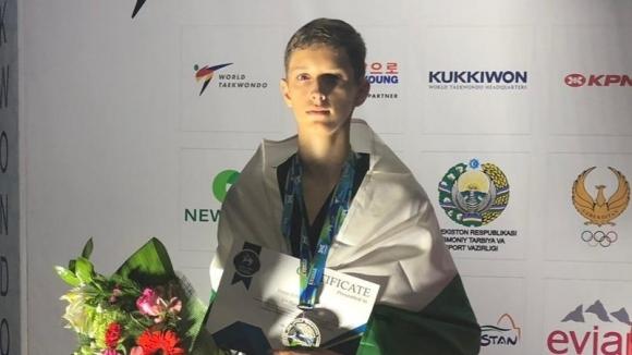 Сребърен медал за Денис Димитров на СП по таекуондо