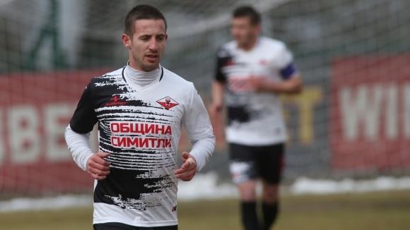 Септември удари Беласица в мач на осветление в Трета лига