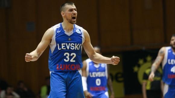 Христо Захариев продължава в Левски Лукойл