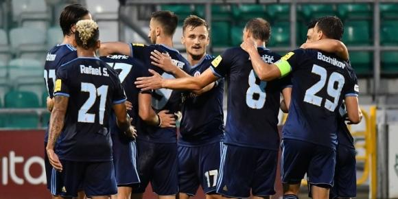 Васил Божиков с цял мач при победа на Слован, тимът от Братислава напред в ЛЕ