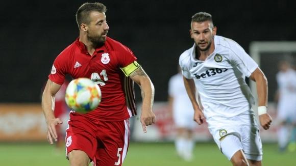 ЦСКА-София без първите двама капитани и в Украйна, Люпко отказа да говори