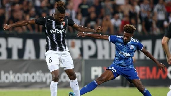 Французите клекнаха пред Крушарски, Езе ще играе срещу Страсбург