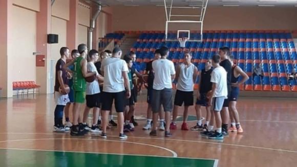 17 момчета се готвят за Словения Бол