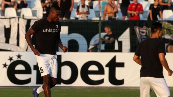 Локо (Пд) с последен опит да доведе Езе в деня на мача със Страсбург