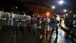 Трагедия на футболно дерби в Хондурас, трима загинаха след сблъсъци на фенове
