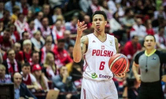 Полша с победа преди отпътуването за Китай