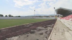 Стадионът в Костенец се разпада, a e ремонтиран с европейски милиони