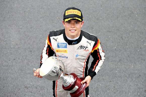 """Ник де Врийс с полпозишън в първото състезание от Ф2 на """"Спа"""""""